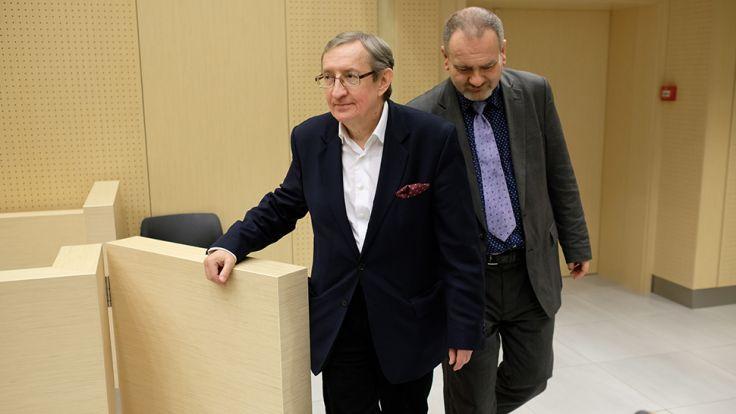Józef Pinior i jego asystent Jarosław Wardęga w sądzie (fot. arch.PAP/Jakub Kaczmarczyk)
