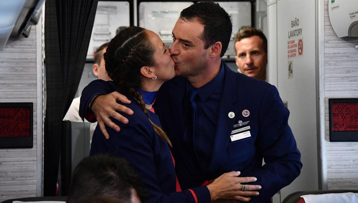 Paula Podest i Carlos Ciufffardi tuż po ślubie (fot. PAP/ EPA/VINCENZO PINTO)