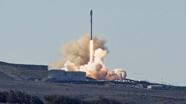 Start rakiety Falcon 9 (fot. PAP/EPA/SPACEX)