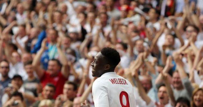Danny Welbeck oklaskiwany przez kibiców na Wembley (fot. Getty Images)
