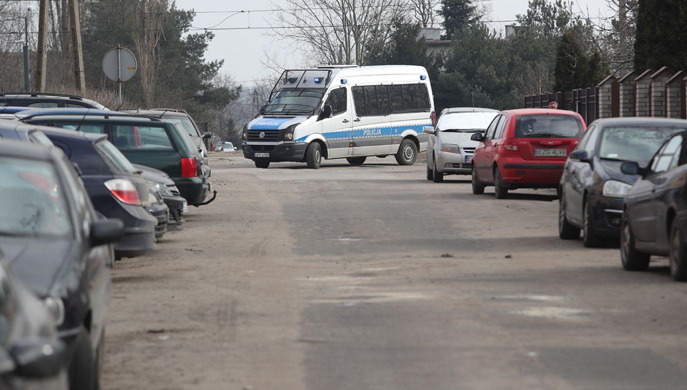Miejsce konfrontacji awanturujących się obcokrajowców z policjantami na ulicy Rembowskiego w Zgierzu (fot. PAP/Grzegorz Michałowski)