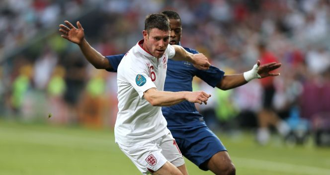 James Milner zatrzymuje Patrica Evre (fot. Getty)