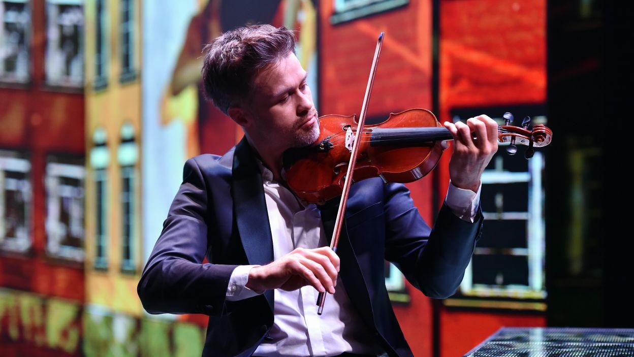 Maciej Zakościelny zaprezentował się jako skrzypek  (fot. Ireneusz Sobieszczuk)