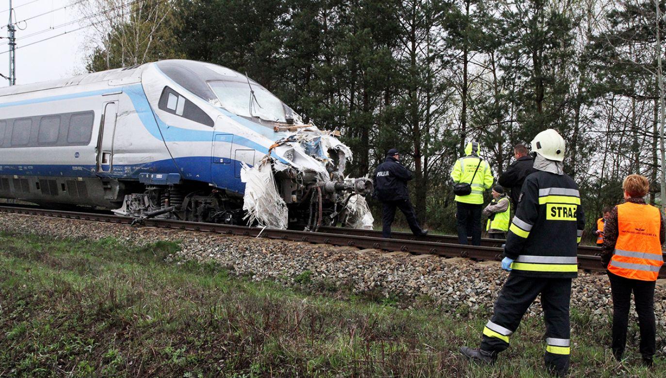 Miejsce wypadku w miejscowości Schodnia niedaleko Ozimka na Opolszczyźnie (fot. arch.PAP/Krzysztof Świderski)