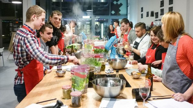 Kursy gotowania cieszą się w Polsce ogromnym powodzeniem (fot. fb/Cook Up)