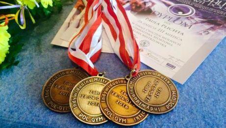 Trzy brązowe i jeden srebrny, tyle medali przywiozła z Zabrza Paula Plichta (fot. facebook/Paula Plichta)