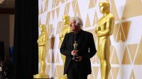 "Roger A. Deakins odebrał Oscara za zdjęcie do filmu ""Blade Runner 2040"" (fot. REUTERS/Mike Blake)"