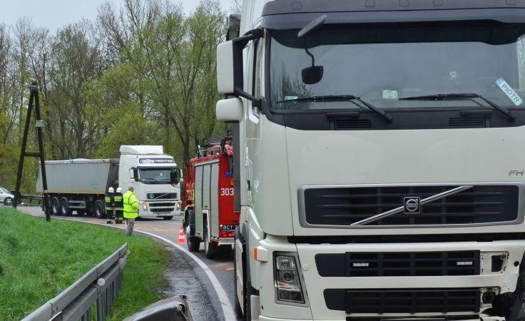 Po wypadku w Buszkowie ruch na DK nr 25 odbywał się wahadłowo (fot. Tymoteusz Napierski)