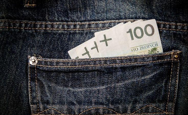 Paweł S. przy pomocy tzw. słupów wyłudził od różnych banków blisko ćwierć mln zł. (fot.pixabay.com).