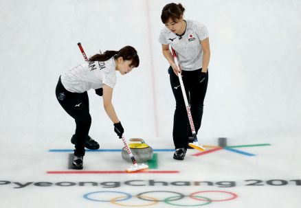 Japońskie curlerki z medalami olimpijskimi