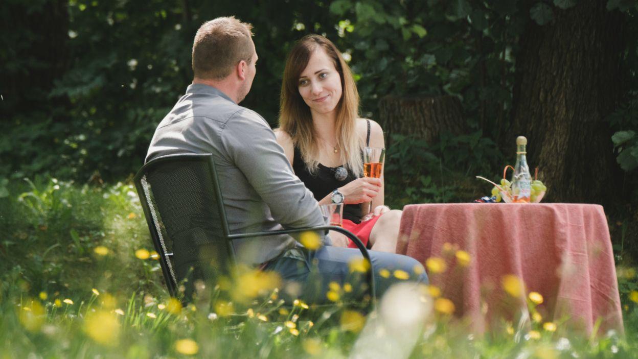 Więcej szczęścia miał Grzegorz. Rolnik na pierwszą randkę zaprosił Monikę, która była wyraźnie zainteresowana mężczyzną (fot. TVP)