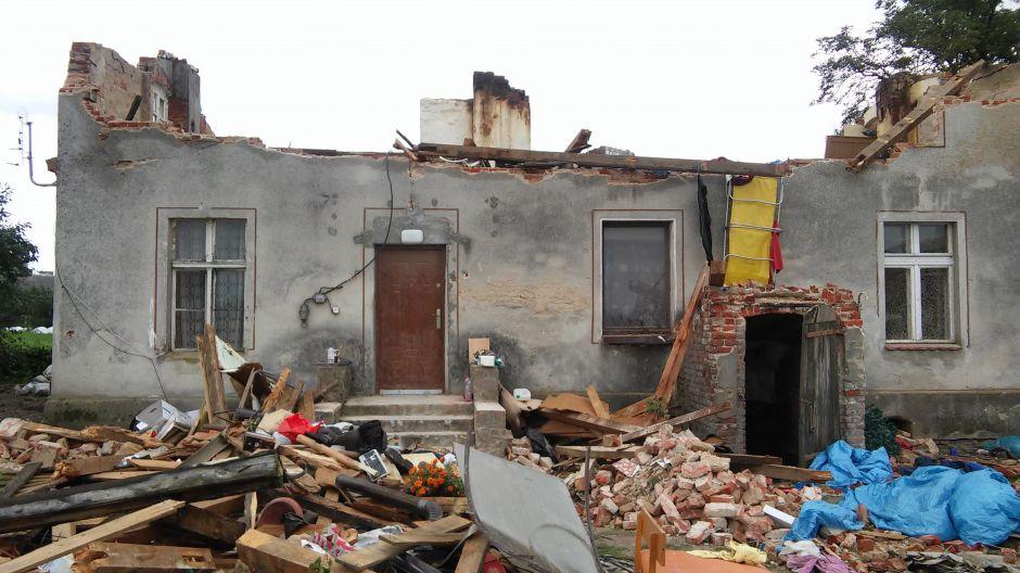 Rodzina z Sitowca 33 k. Sicienka straciła dach nad głową (fot. Sławomir L.)