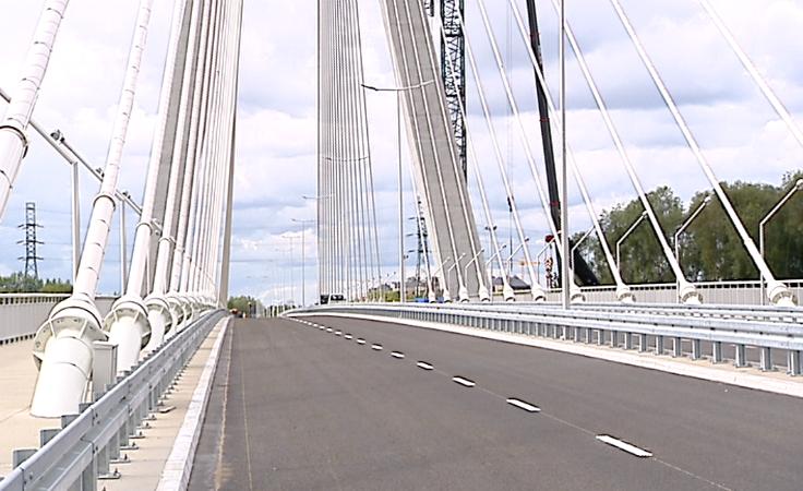 Młodzież Wszechpolska protestuje przeciw nazwie mostu.