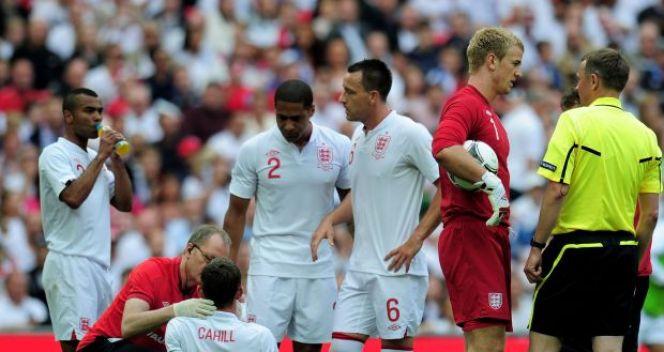 Cahill przez to zderzenie mógł nawet złamać szczękę (fot. Getty Images)