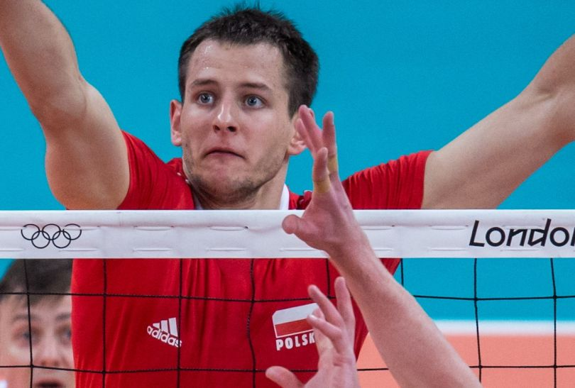 Bartosz Kurek w efektownym ataku (fot. PAP/Adam Ciereszko)