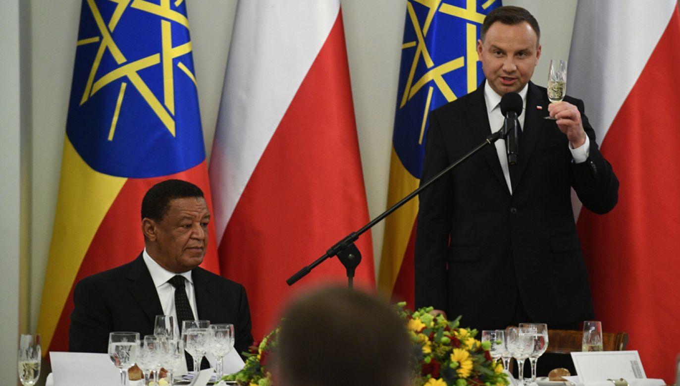 Prezydent Andrzej Duda (P) oraz prezydent Etiopii Mulatu Teshome Wirtu (L)   (fot. PAP/Jacek Turczyk)