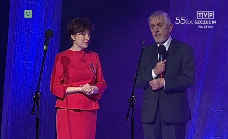 Dyrektor TVP Szczecin Maria Bartczak odznaczona Złotym Krzyżem Zasługi