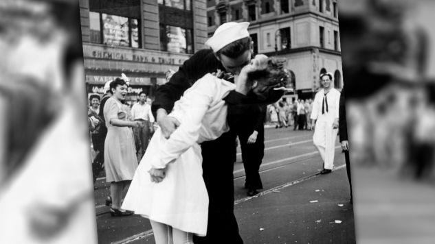 Marynarz i pielęgniarka wcześniej się nie znali. Ponownie spotkali się po 67 latach (fot.wikipedia.org/Lt. Victor Jorgensen/US Archives)
