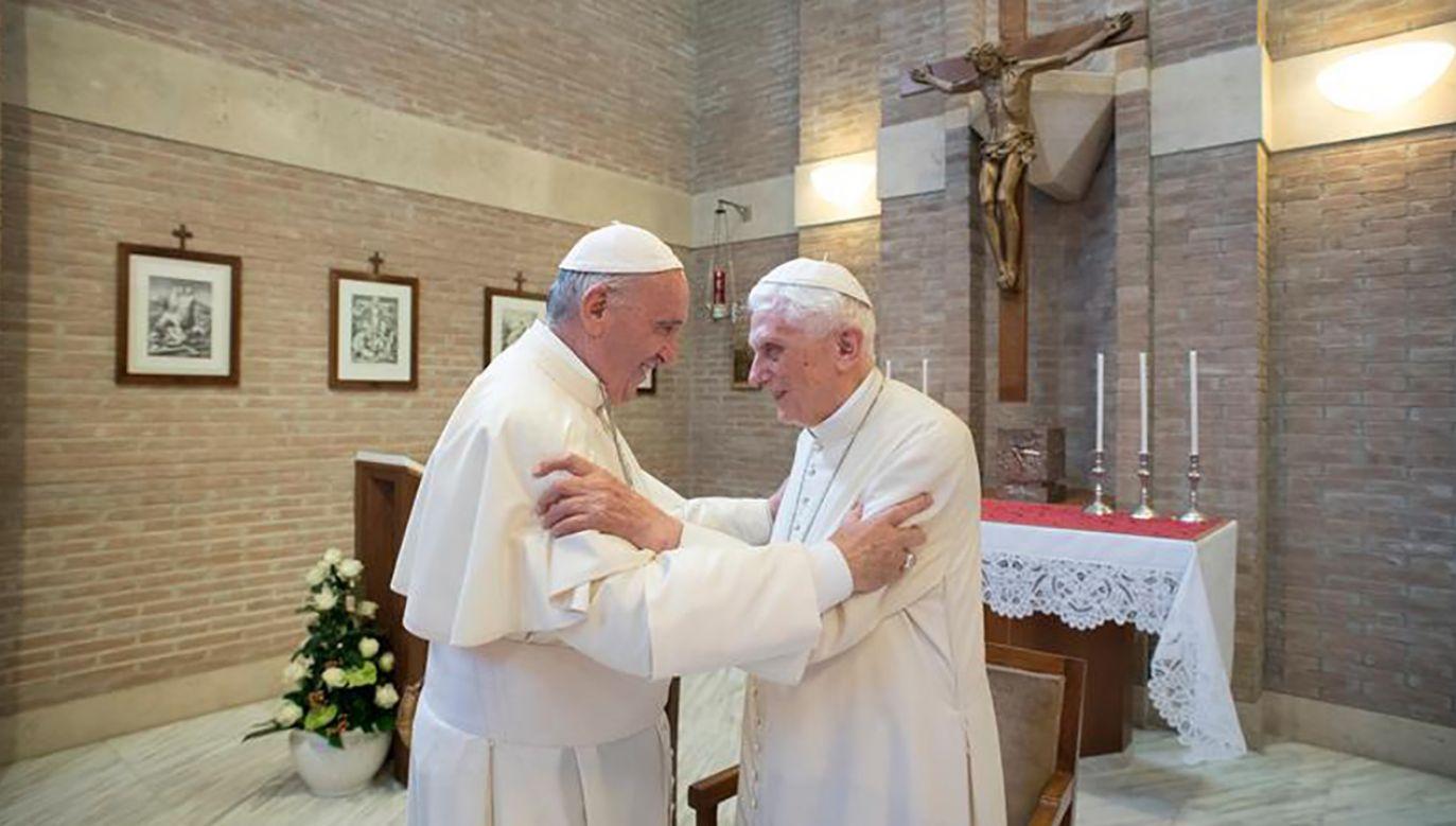 Benedykt i Franciszek kontaktują się do dziś (fot.  Osservatore Romano/Handout via Reuters/tt/@VaticanNews