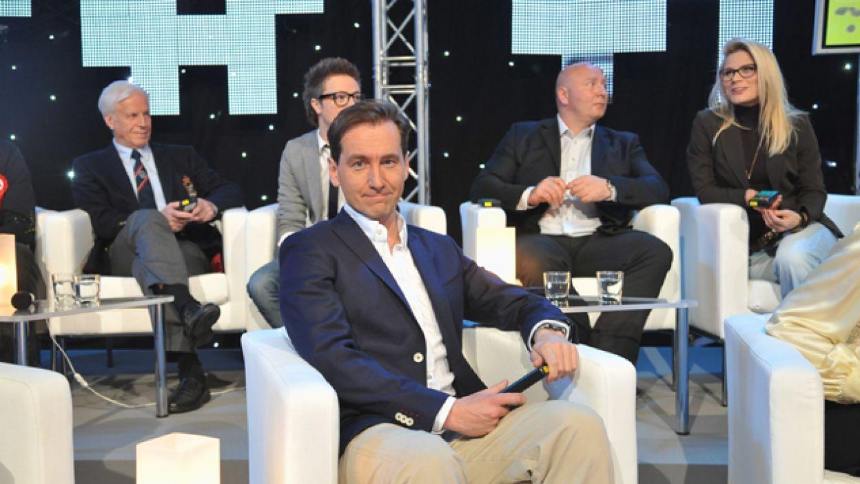 Piotr Kraśko, zwykle w roli prowadzącego, tym razem zmierzył się z naukami ścisłymi (fot. I. Sobieszczuk/TVP)