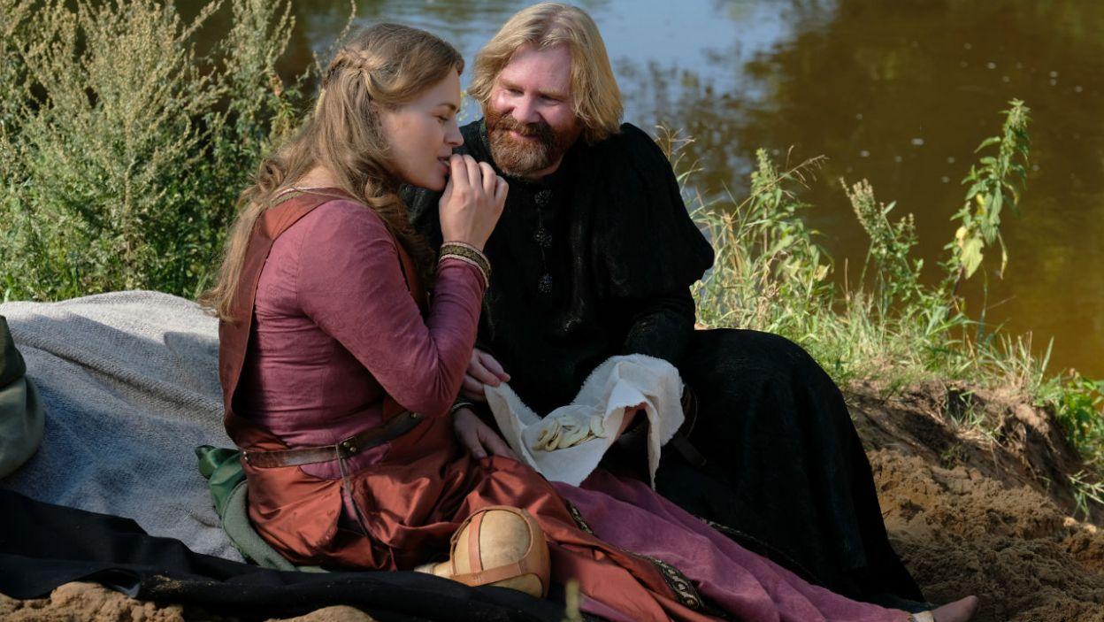 Mikołaj przygotował dla Gabiji romantyczny piknik nad wodą... (fot. TVP)