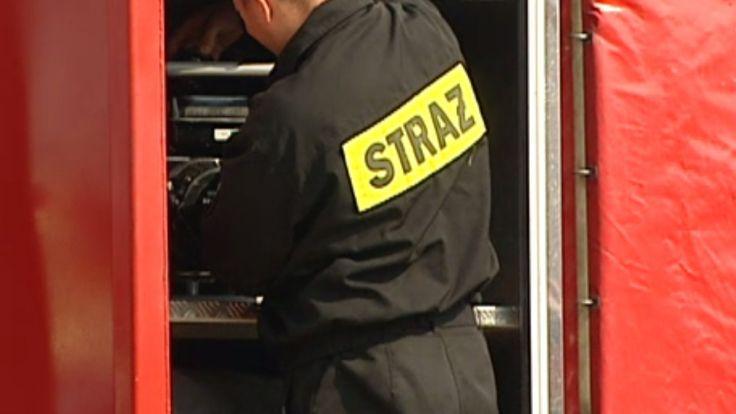 Strażacy w płonącym mieszkaniu natknęli się na nieprzytomną lokatorkę