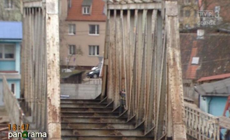 Demontaż starego mostu nad Martwą Wisłą