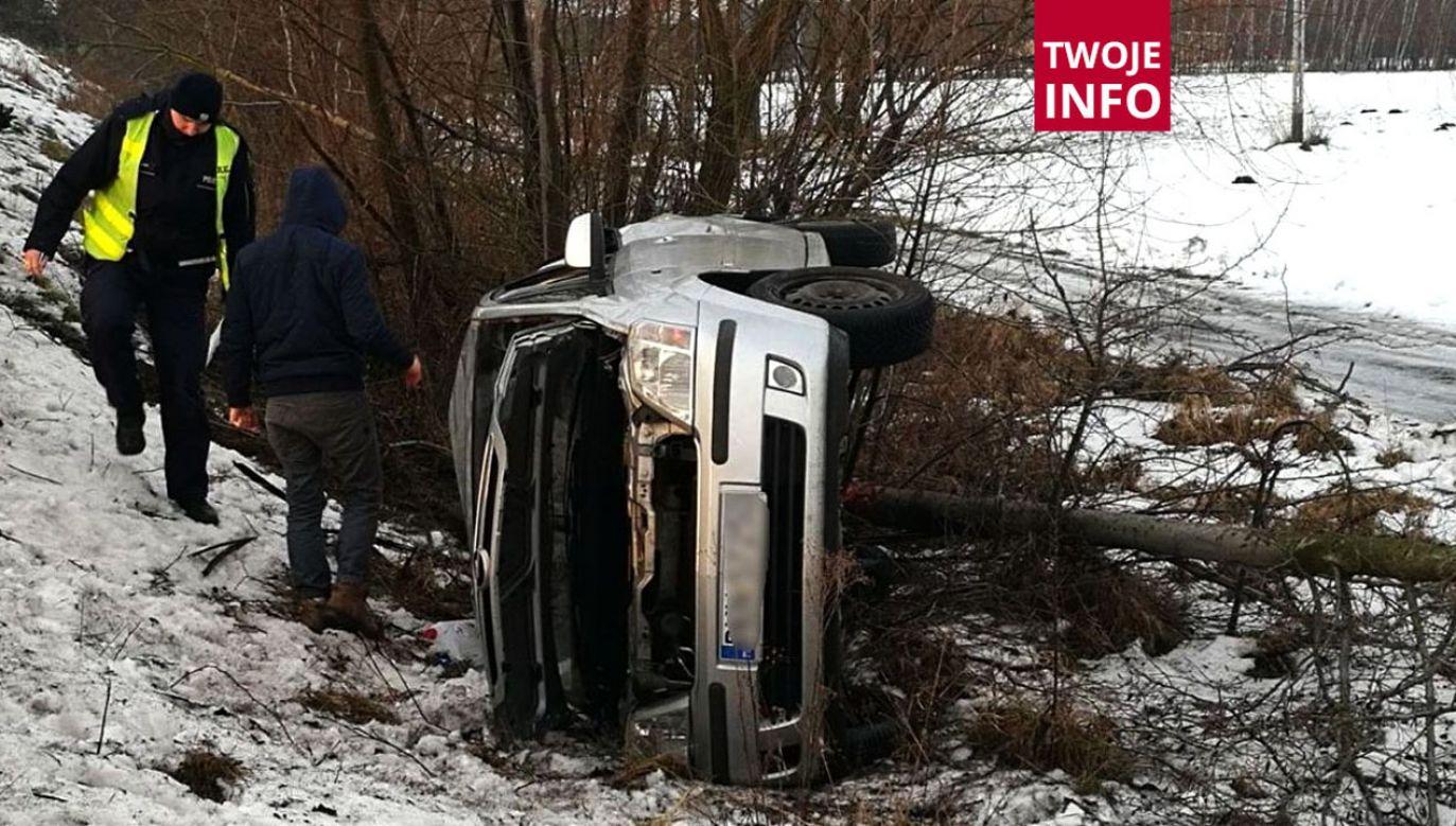 Przyczyną zdarzenia było niedostosowanie prędkości do panujących warunków (fot. tt/@MotoSygnaly)
