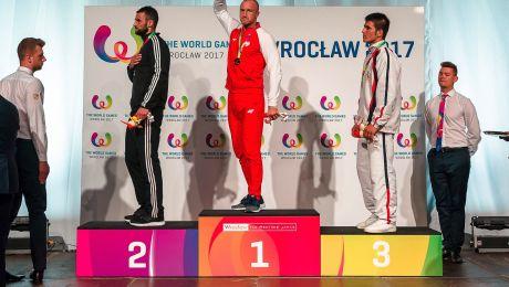 Dawid Kasperski na najwyższym stopniu podium (fot. PAP)