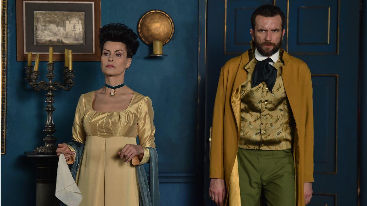Role Szambelana i jego drugiej żony to popis zdolności aktorskich Tomasza Kota oraz Danuty Stenki (fot. I. Sobieszczuk/TVP)