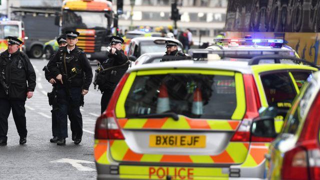 Zamach w Londynie.  5 ofiar ataku w pobliżu parlamentu