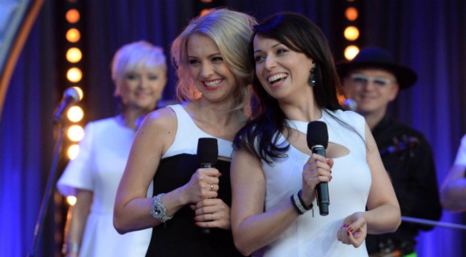 Biało- czarne Katarzyna Pakosińska i Barbara Kurdej-Szatan (fot. I. Sobieszczuk/TVP)
