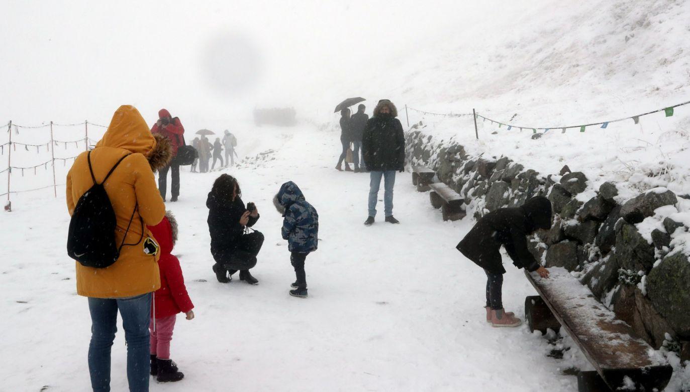 Turyści na Kasprowym Wierchu (fot. PAP/Grzegorz Momot)