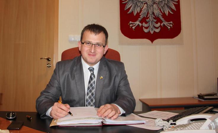 Radni chcą odwołania starosty Patryka Lewickiego