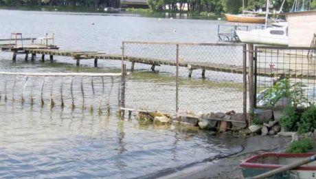 Raport NIK: grodzenie brzegów jezior wciąż bezkarne