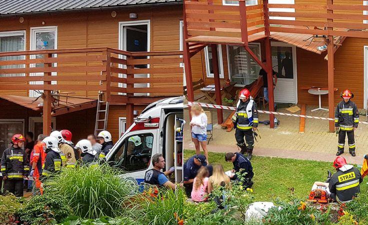 Z tego balkonu-tarasu spadły dzieci (fot. ikamien.pl)