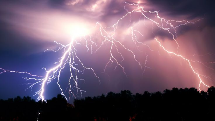 W nocy spodziewane są burze i silny wiatr (fot. Shutterstock/MonaLiza)