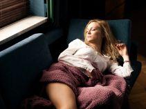 Chcąc nadrobić zaległości, Sylwii zdarza się nawet zostać w pracy na noc (fot. TVP)