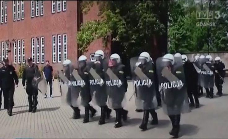 Bojowe szkolenia w słupskiej szkole policji