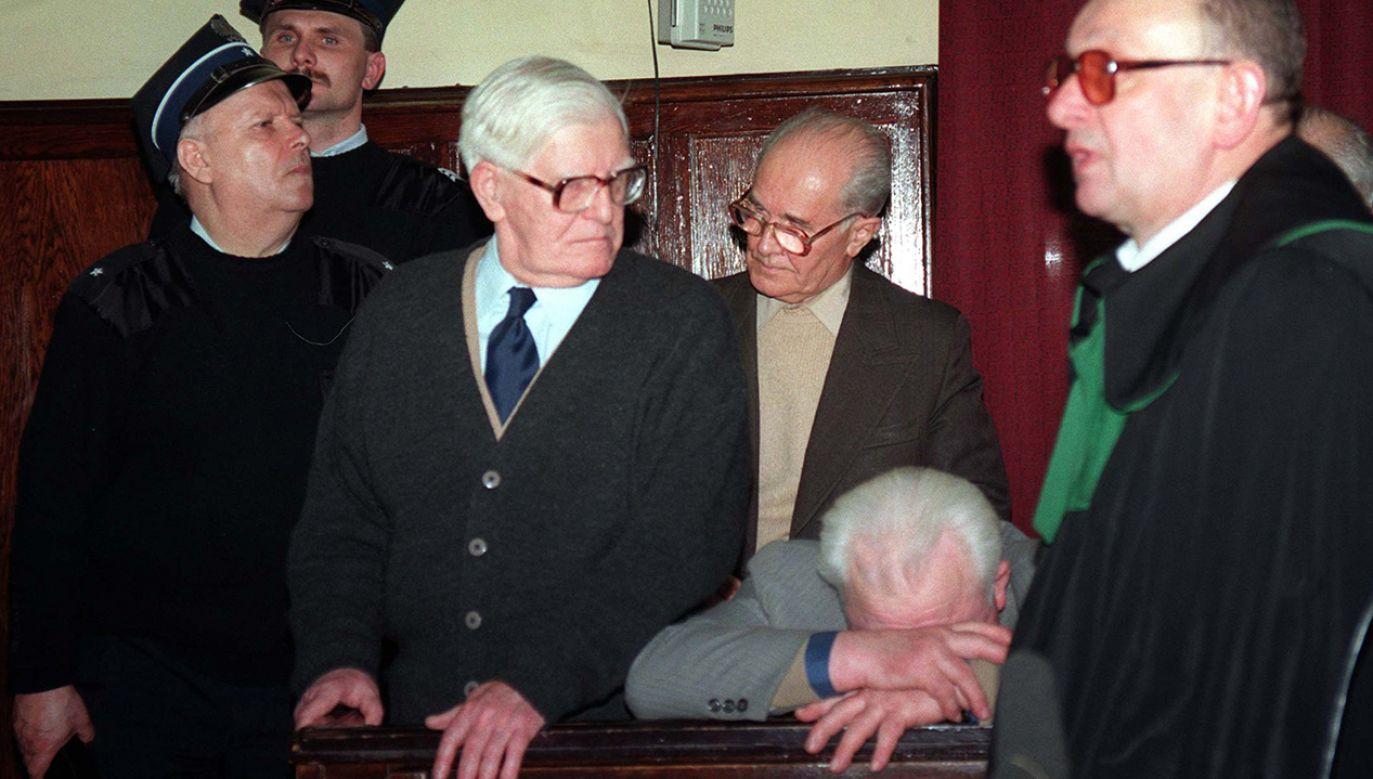Proces 12 funkcjonariuszy b. Ministerstwa Bezpieczeństwa Publicznego w 1996 r.; byli oskarżeni o torturowanie więźniów  (fot. arch.PAP/Adam Urbanek)