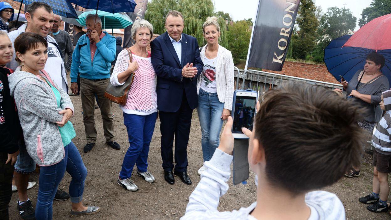 Widzowie serialu, mieli także szansę na zdjęcie z prezesem Kurskim (fot. J. Bogacz/TVP