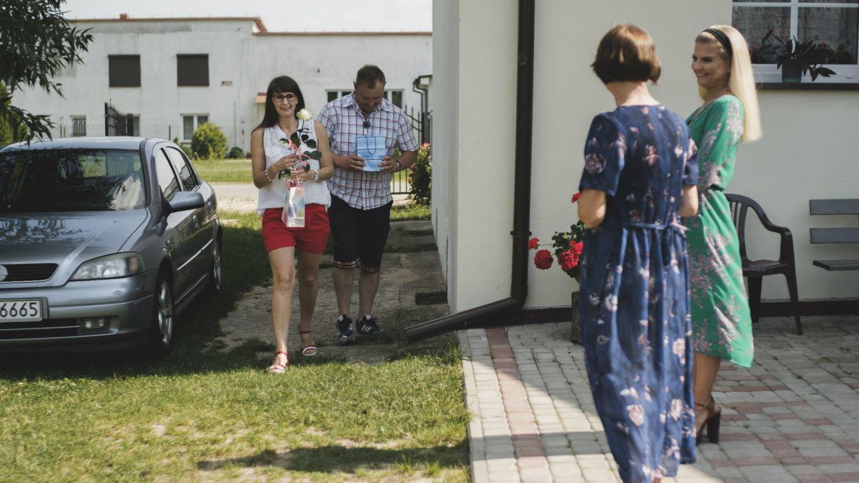 Niektóre powitania były jednak oczekiwane bardziej niż inne... (fot. TVP)
