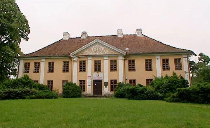 Obecnie w budynku w Smolajnach mieści się bursa szkoły rolniczej
