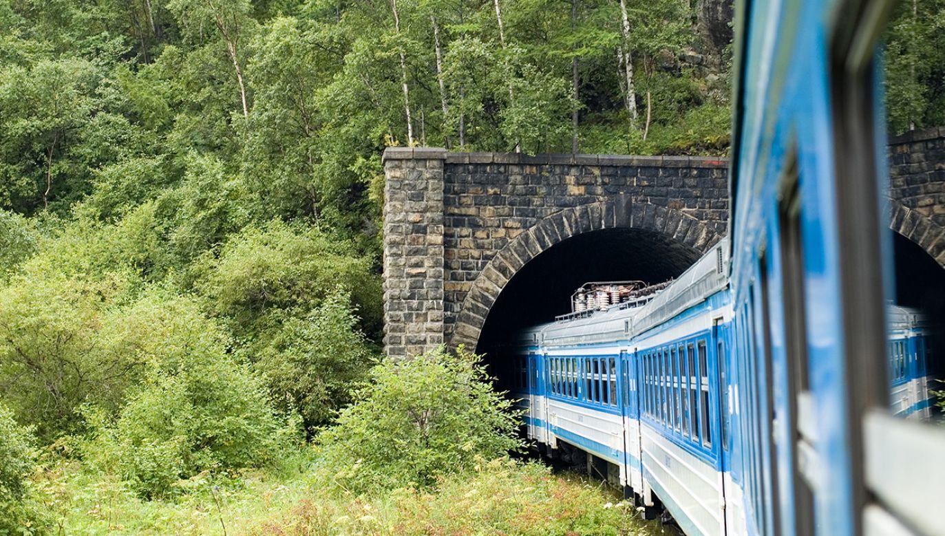 Rząd za zmianami w prawie ułatwiającymi budowę tuneli kolejowych (fot. Shutterstock/Vovez)