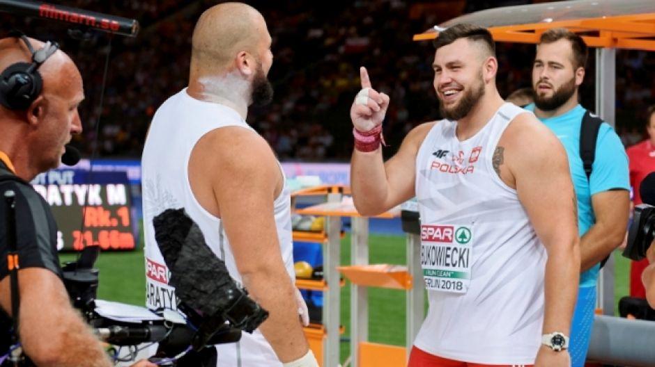 Michał Haratyk i Konrad Bukowiecki na podium ME w Berlinie (fot. PAP/Adam Warżawa)