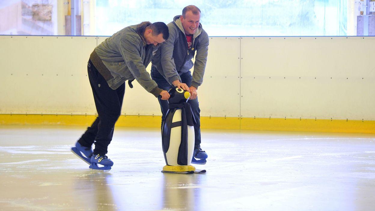 Inni musieli zaprzyjaźnić się z pingwinem (fot. TVP)
