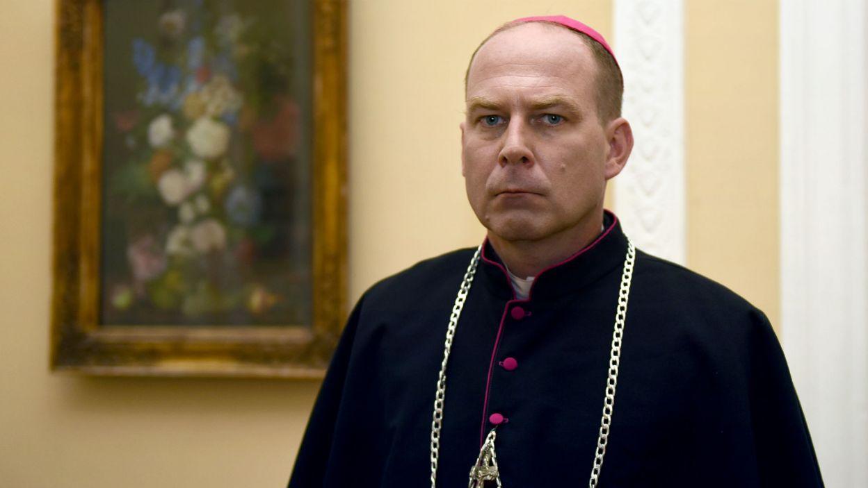 Marcin Perchuć wcielił się w postać Józefa Gawliny, biskupa polowego Wojska Polskiego w czasie II wojny światowej (fot. Agata Ciołek)
