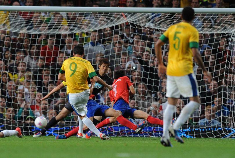 Leandro Damiao trafił do koreańskiej bramki dwa razy (fot.PAP/EPA)