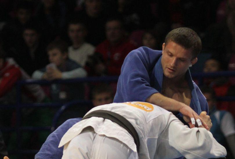 W 2. rundzie Wiłkomirski (biały) nie dał się zaskoczyć Austriakowi Peterowi Scharingermowi (fot.PAP)