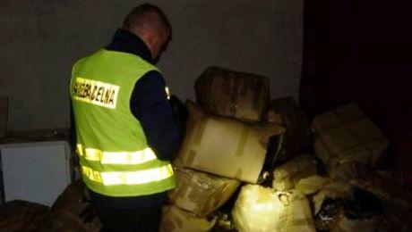 """Dziupli"""" z taką ilością tytoniu warmińsko-mazurscy celnicy jeszcze nie widzieli. (fot. www.olsztyn.ic.gov.pl)."""